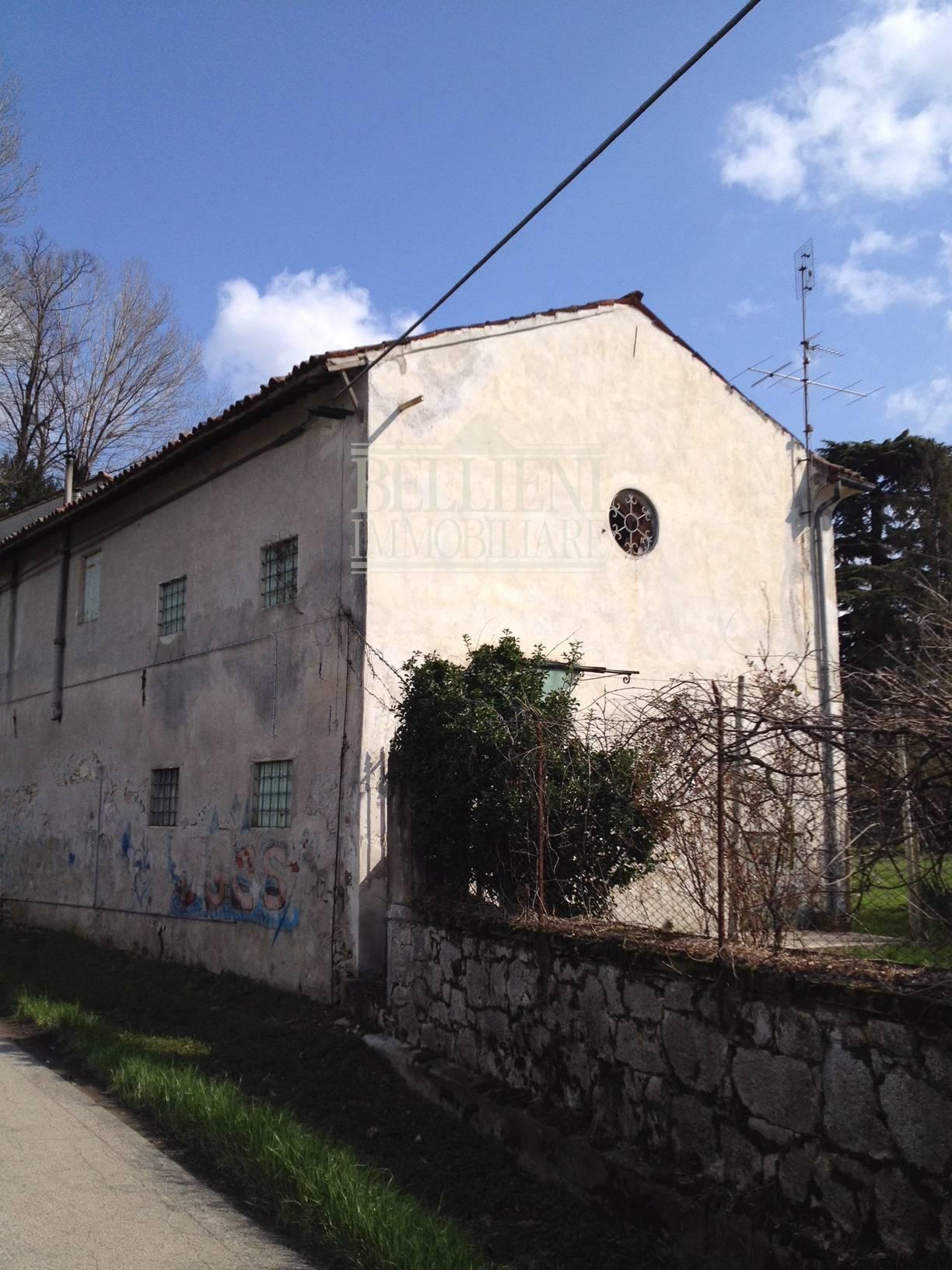 Soluzione Semindipendente in vendita a Vicenza, 5 locali, zona Località: PortaLupia-Eretenia-SsApostoli-SanSilvestro, Trattative riservate | CambioCasa.it