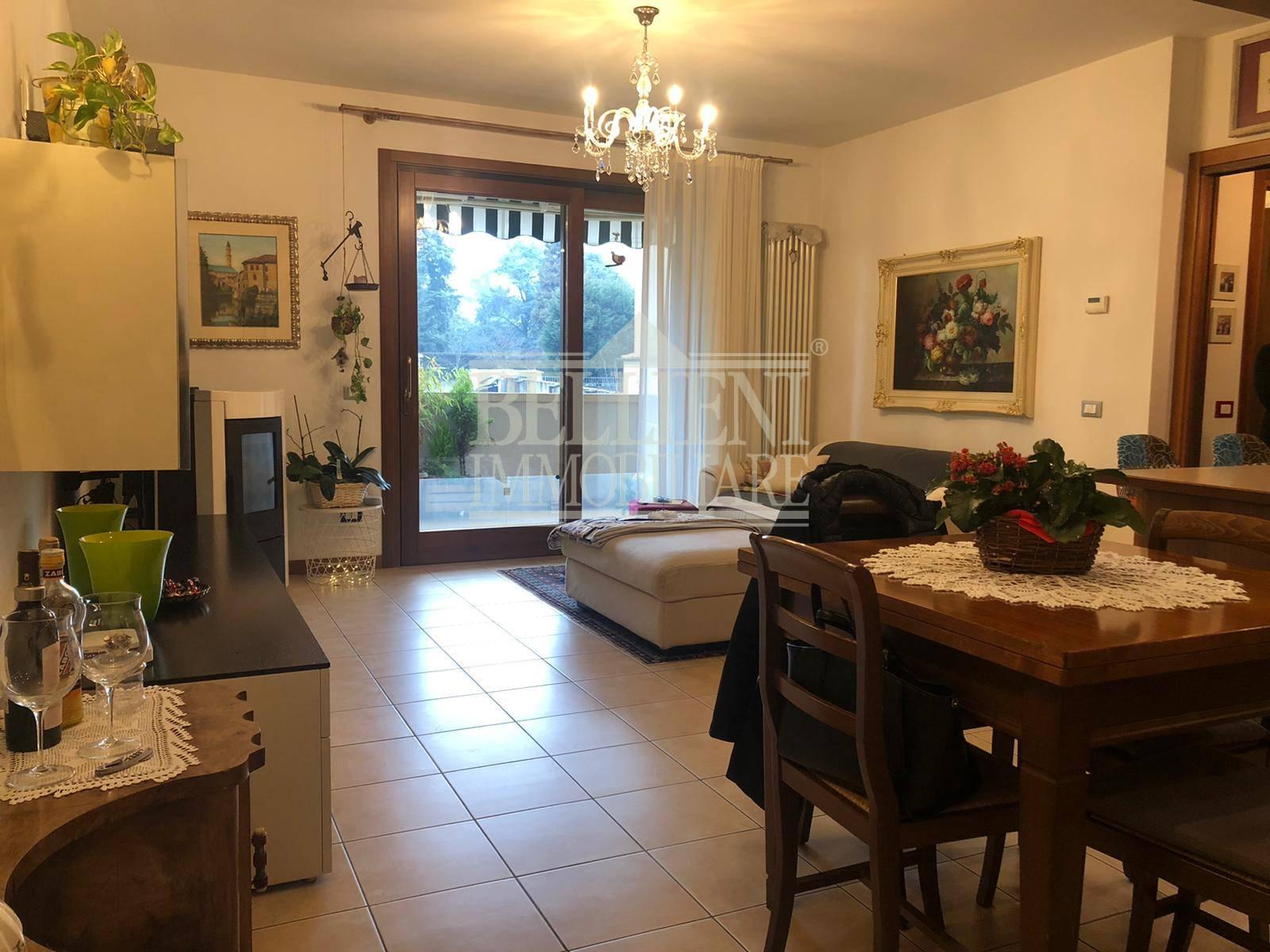 Appartamento in vendita a Vicenza, 4 locali, zona Località: Stadio-BorgoCasale-VialeMargherita, prezzo € 158.000 | CambioCasa.it
