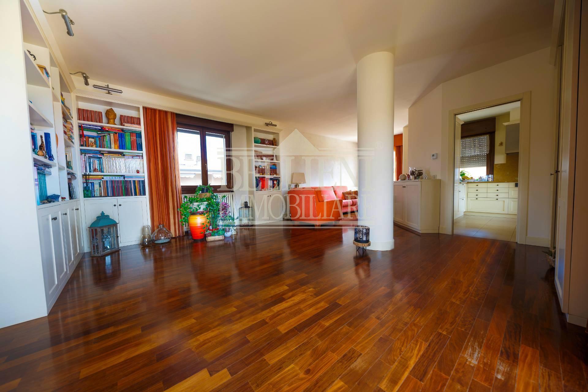 Attico / Mansarda in vendita a Vicenza, 8 locali, zona Località: VialeTrento, prezzo € 315.000 | PortaleAgenzieImmobiliari.it
