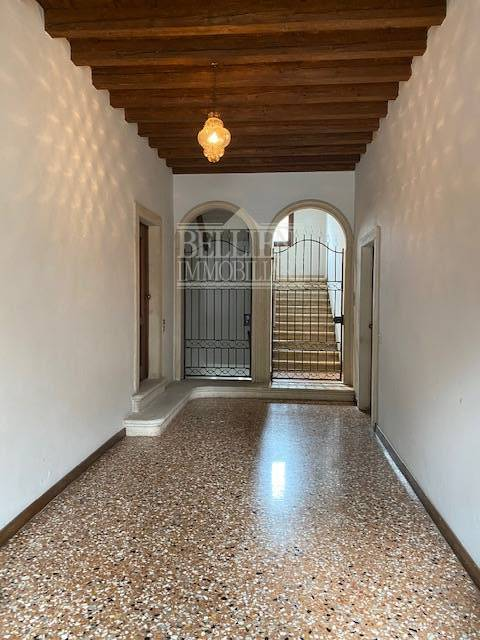 Appartamento in vendita a Vicenza, 7 locali, zona Località: Centrostorico, prezzo € 585.000 | PortaleAgenzieImmobiliari.it