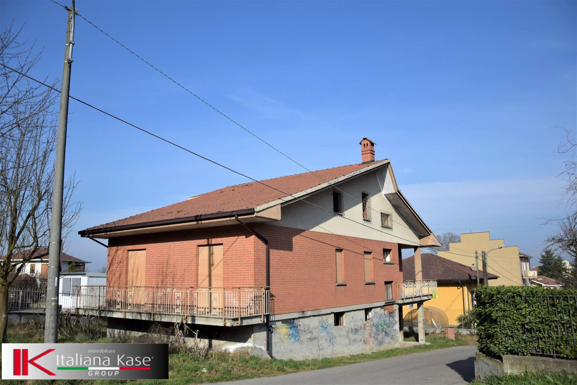 Soluzione Indipendente in vendita a Castiglione Torinese, 8 locali, zona Località: Centro, prezzo € 320.000   Cambio Casa.it