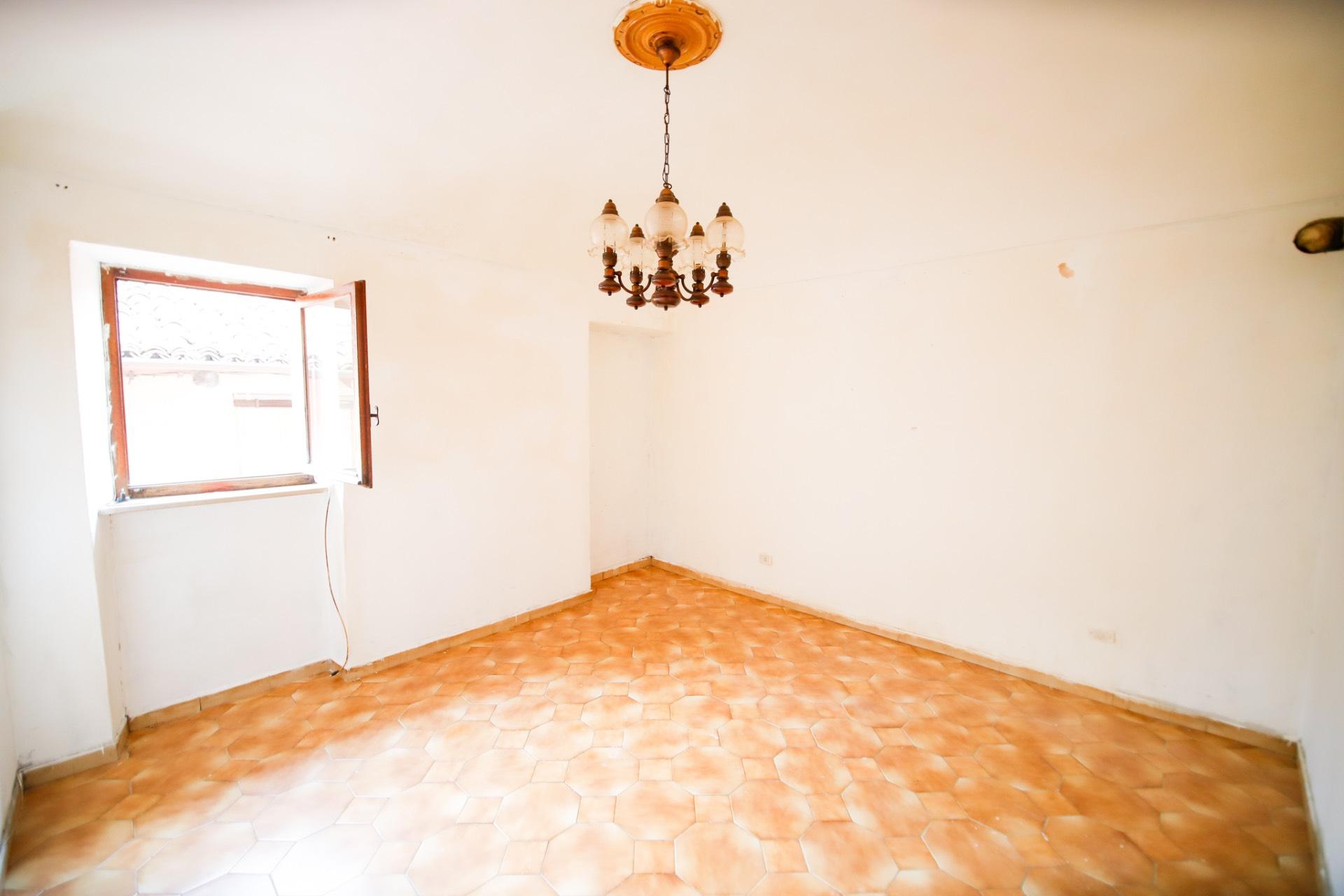 Appartamento in vendita a Pianezza, 2 locali, prezzo € 29.000   CambioCasa.it