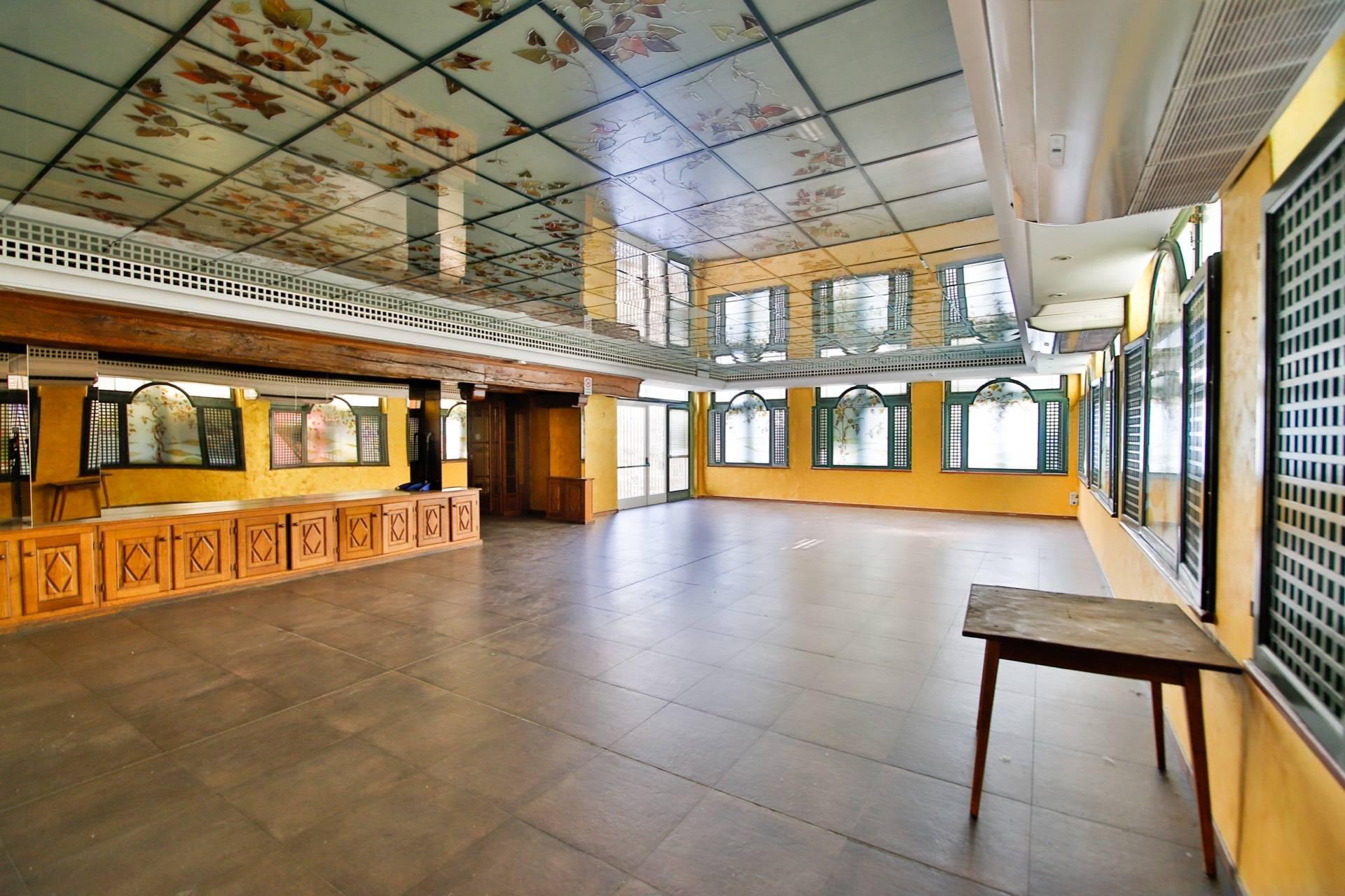 Negozio / Locale in vendita a Torino, 9999 locali, zona Località: BorgoPo, prezzo € 550.000 | CambioCasa.it