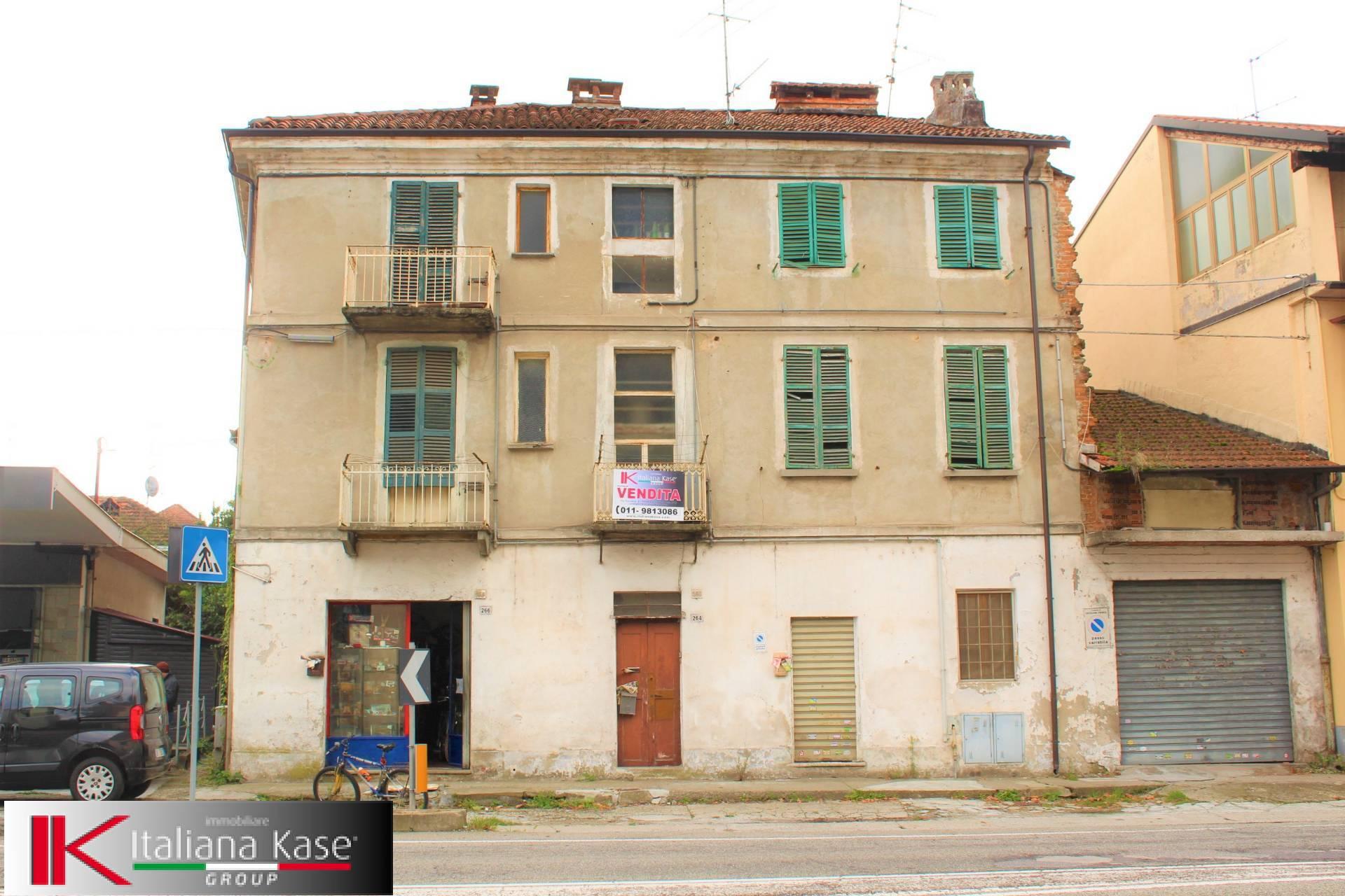 Palazzo / Stabile in Vendita a Castiglione Torinese