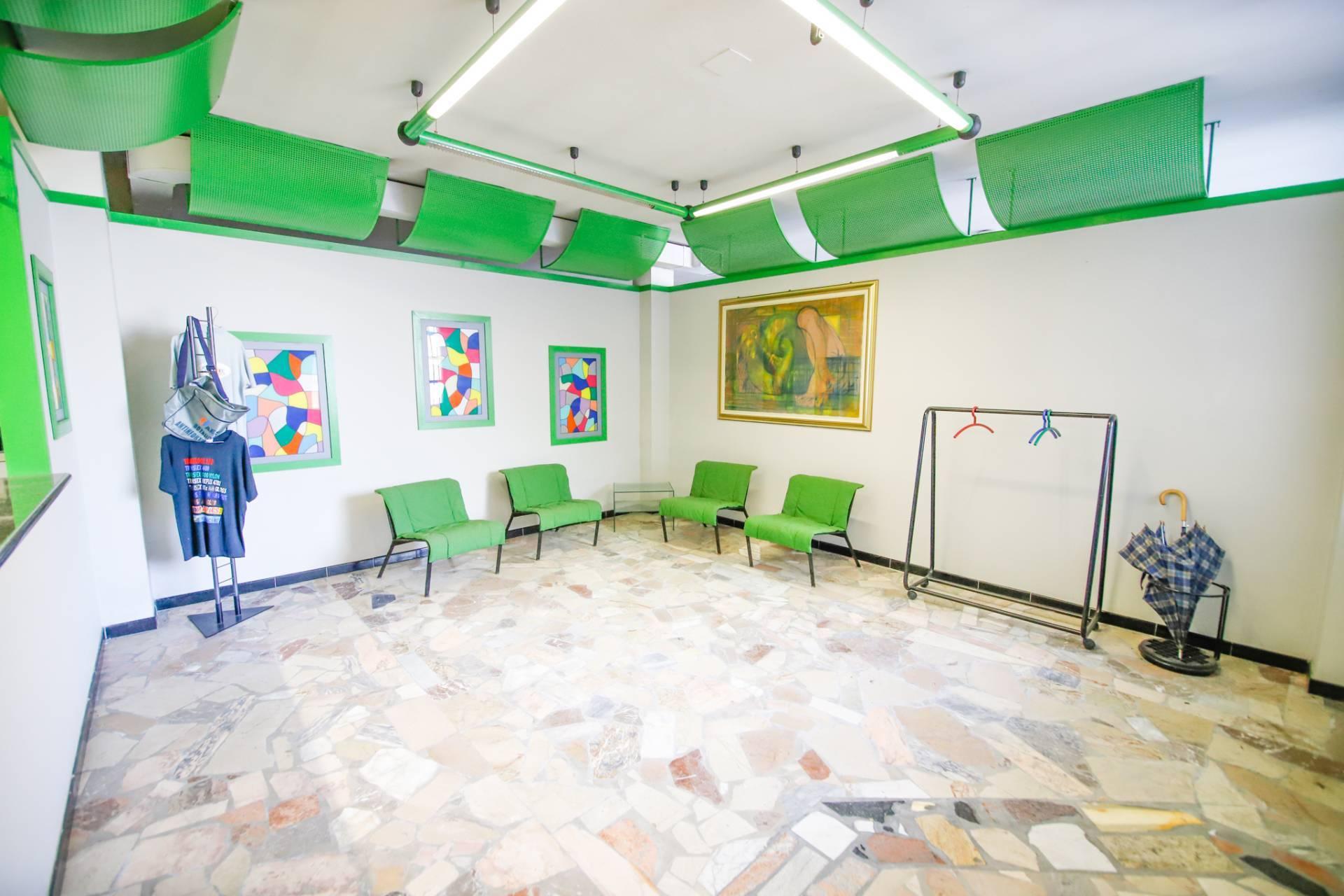 Negozio / Locale in vendita a San Mauro Torinese, 9999 locali, zona Località: OltrePo, prezzo € 239.000 | PortaleAgenzieImmobiliari.it