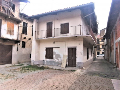 Rustici / cascine / case in Vendita a San Giorgio Canavese