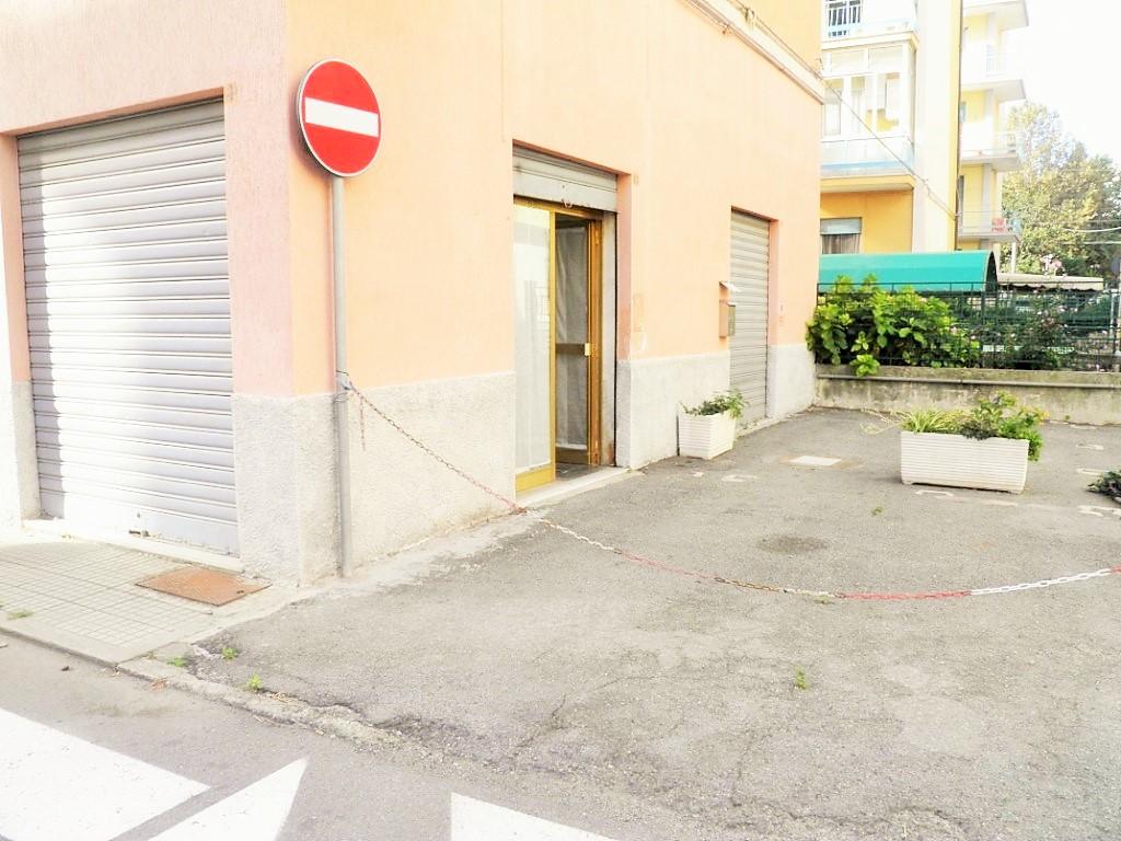 Negozio / Locale in affitto a Albisola Superiore, 9999 locali, zona Località: AlbisolaCapo, prezzo € 600 | PortaleAgenzieImmobiliari.it