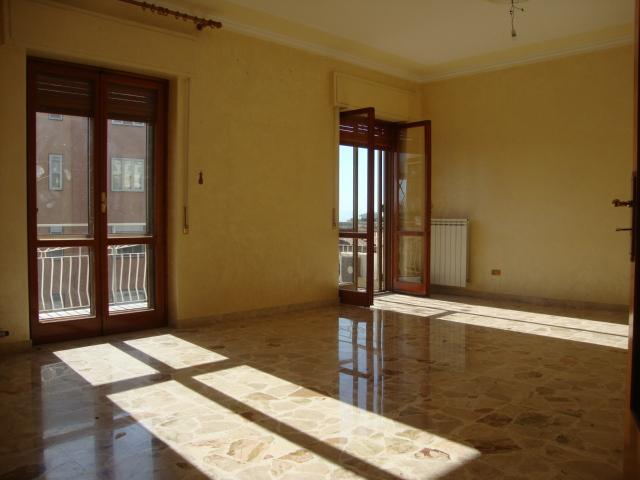 affitto appartamento catania zona periferica  600 euro  5 locali  120 mq