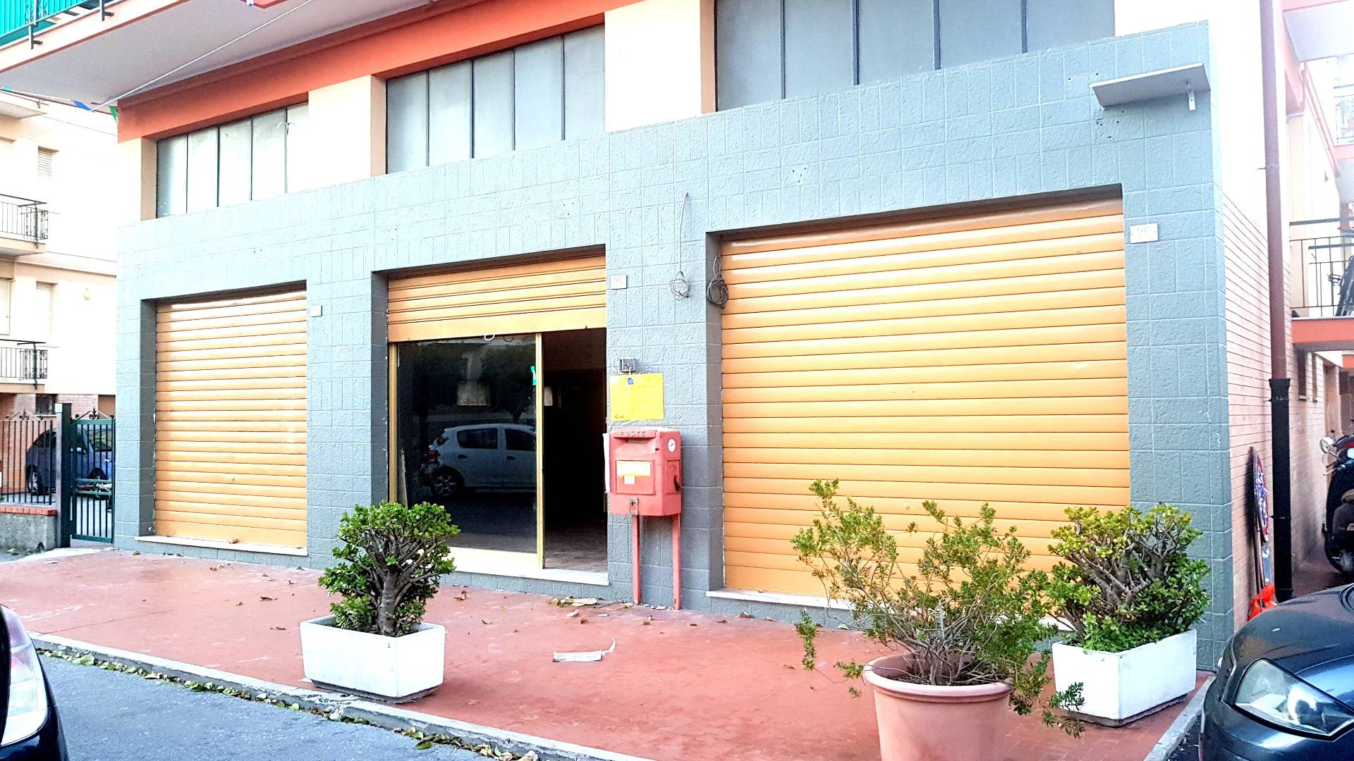 FONDO COMMERCIALE in Affitto a Pietra Ligure (SAVONA)