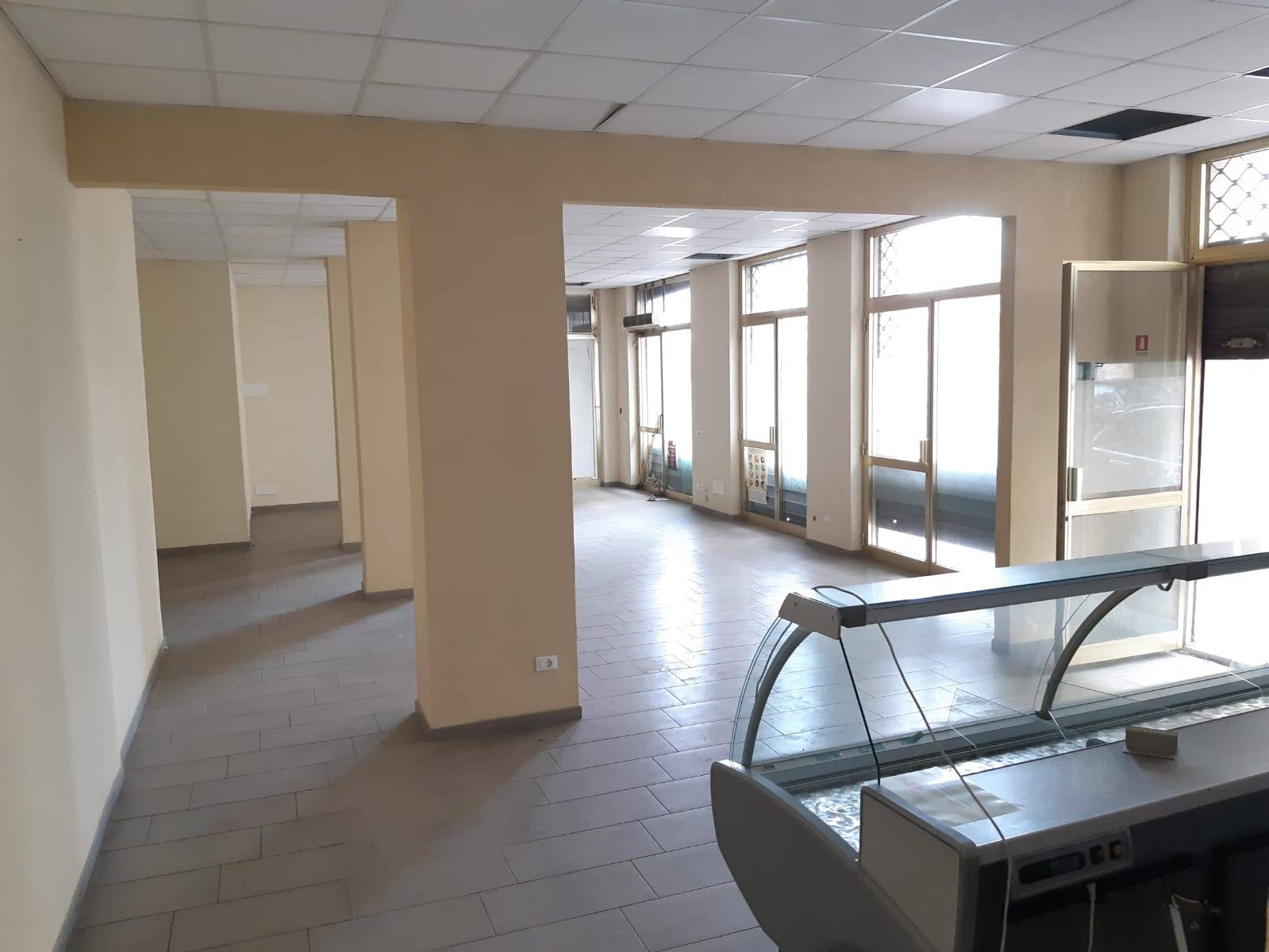 Negozio / Locale in affitto a Ceriale, 9999 locali, prezzo € 800 | CambioCasa.it