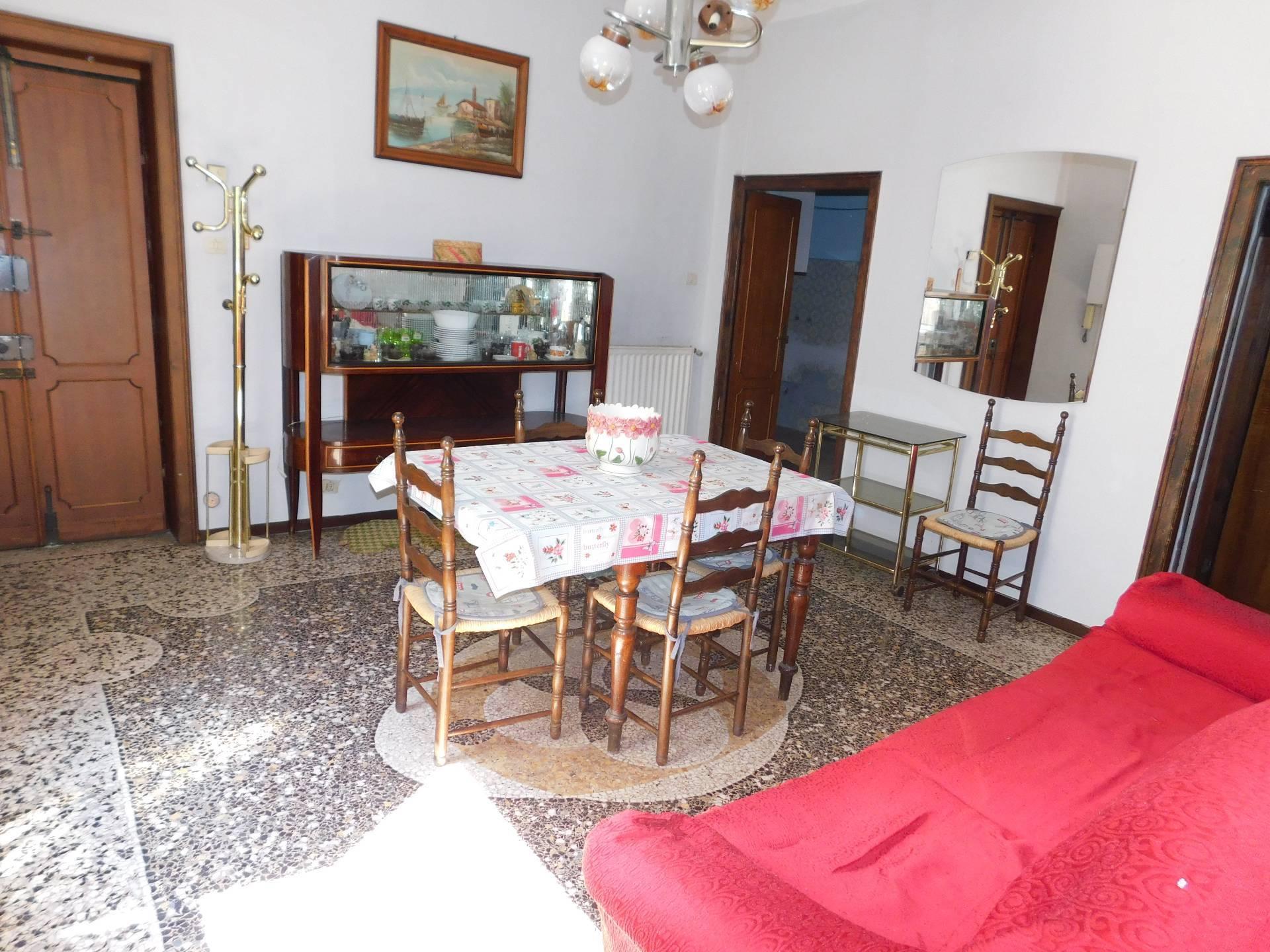APPARTAMENTO in Affitto a Rivarolo, Genova (GENOVA)