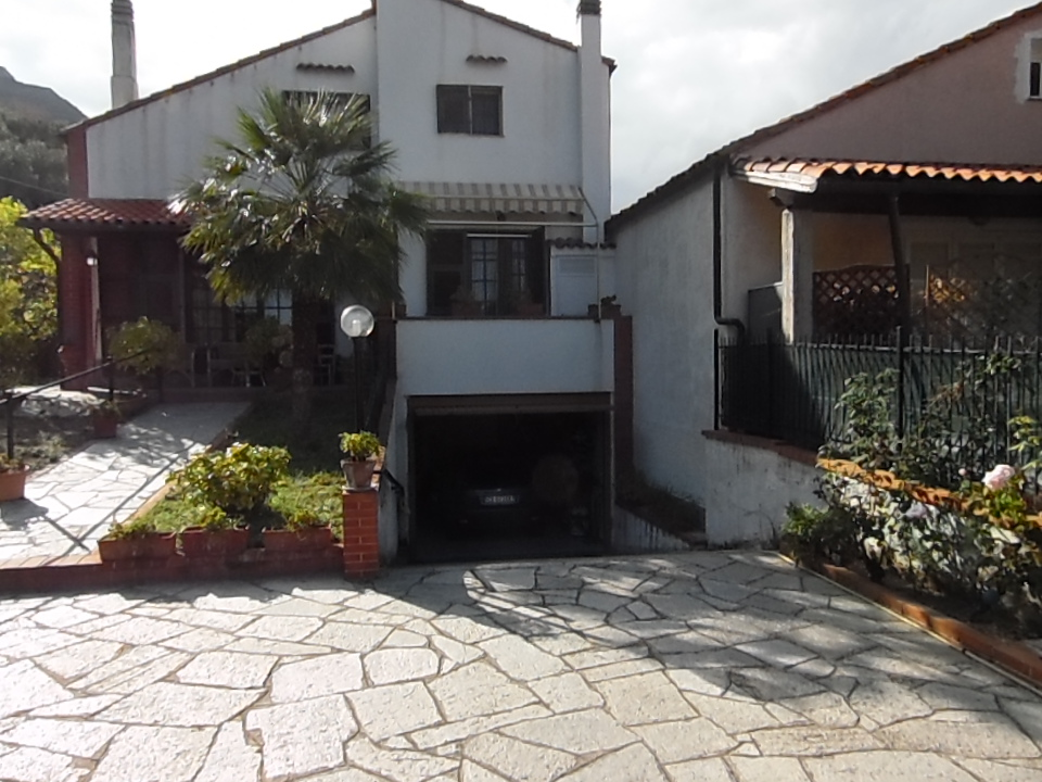 Villa in vendita a Cisano sul Neva, 7 locali, prezzo € 480.000 | Cambio Casa.it