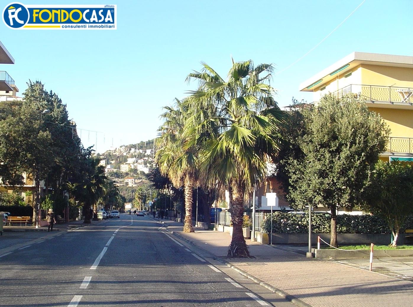 Bilocale Pietra Ligure Viale Della Repubblica 7