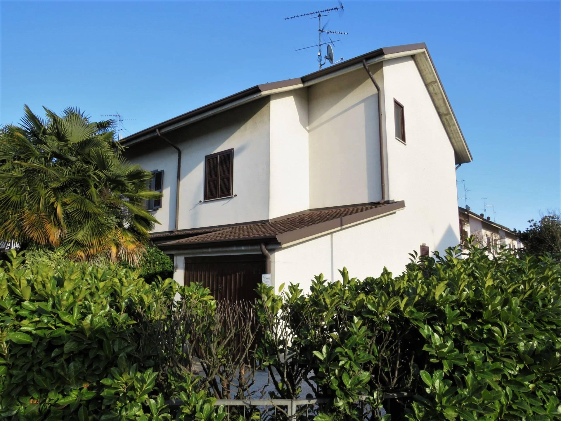 Pieve Emanuele | Villetta a Schiera in Vendita in Via Santi | lacasadimilano.it