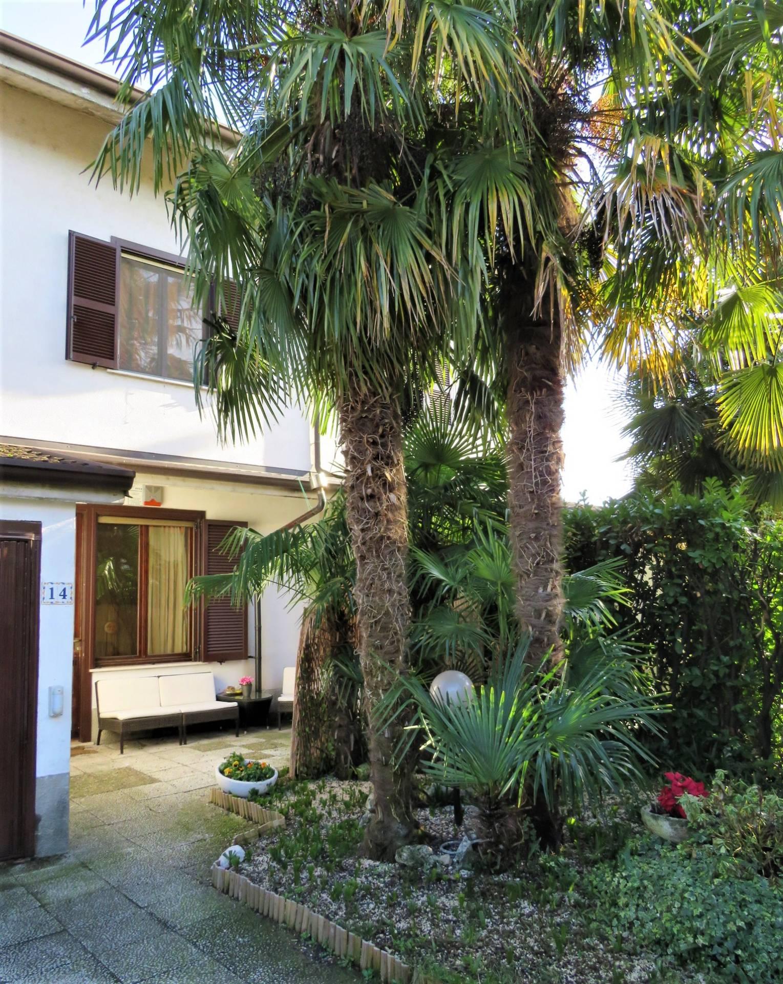 Villa in affitto a Pieve Emanuele in Via Santi