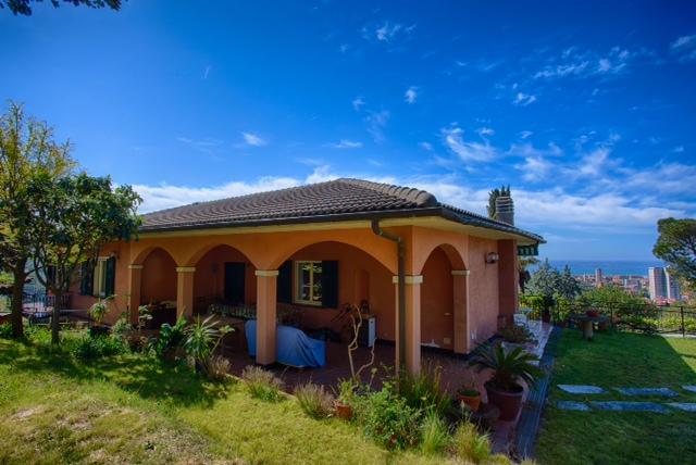 Villa in vendita a Lavagna, 15 locali, zona Zona: Cavi, prezzo € 850.000 | Cambio Casa.it