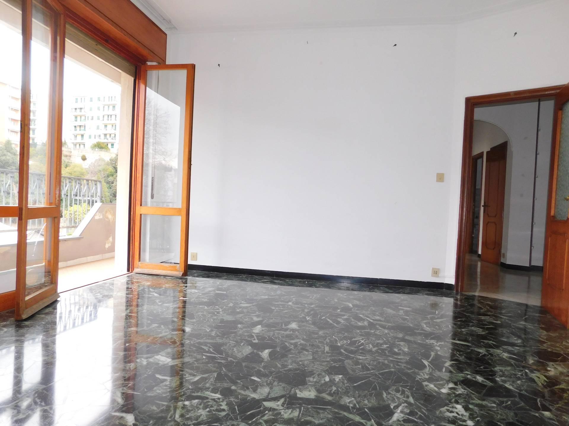 vendita appartamento genova sestri ponente  139000 euro  6 locali  85 mq