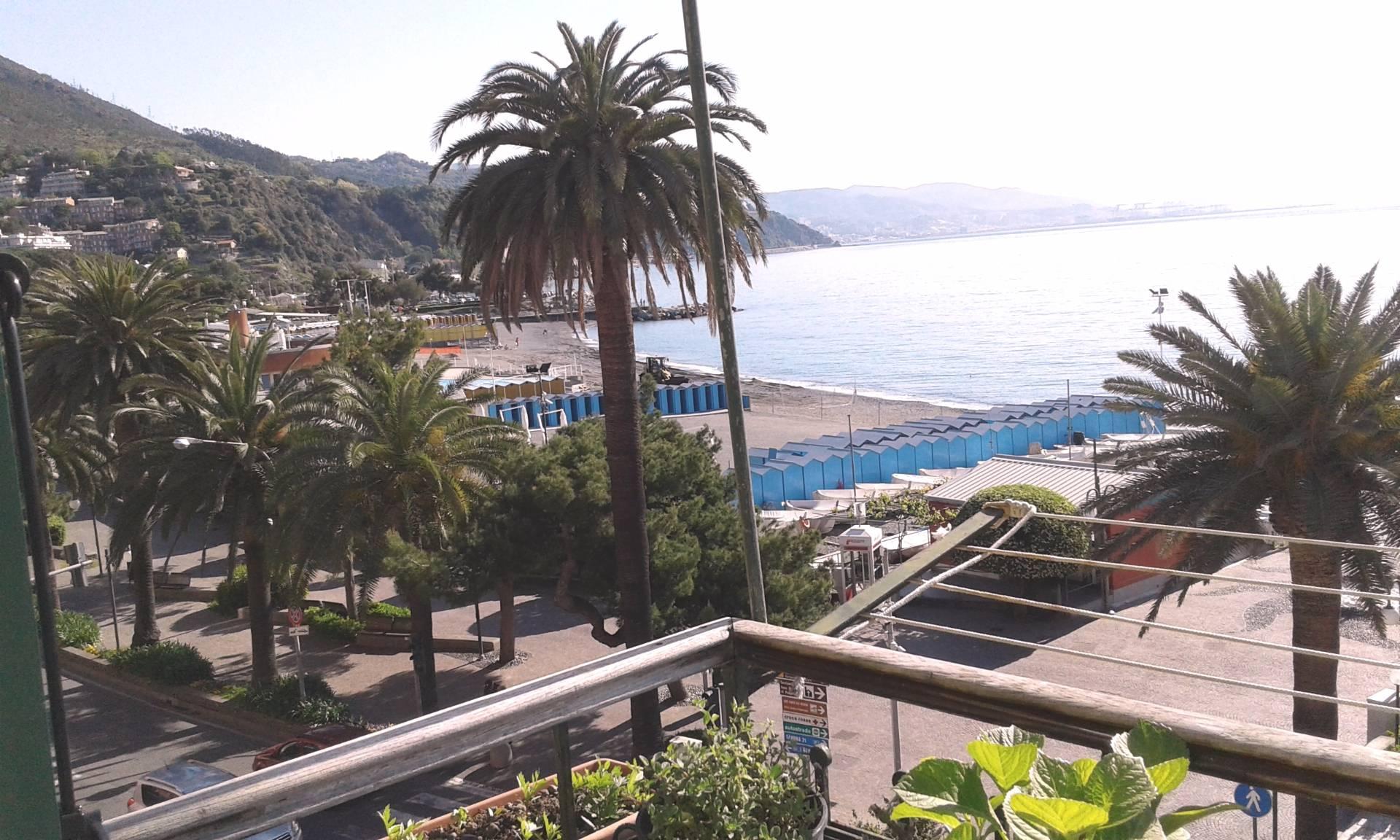 Appartamento in vendita a Arenzano, 4 locali, zona Località: Lungomare, prezzo € 450.000 | Cambio Casa.it