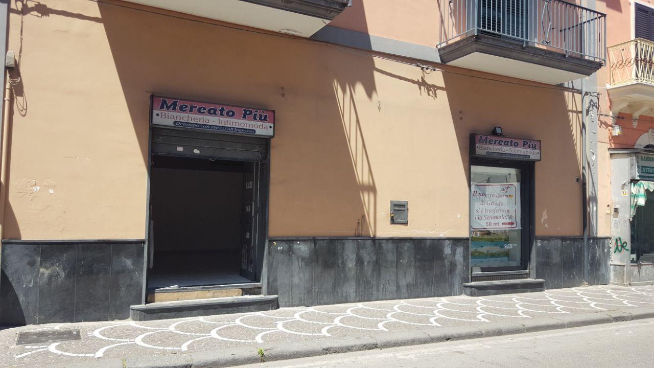 Negozio / Locale in affitto a Brusciano, 9999 locali, prezzo € 550 | Cambio Casa.it