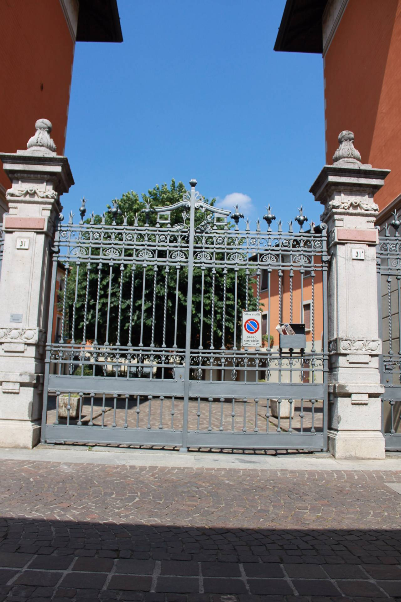 Bilocale vendita arcore via iv novembre for Planimetrie del paese con portici
