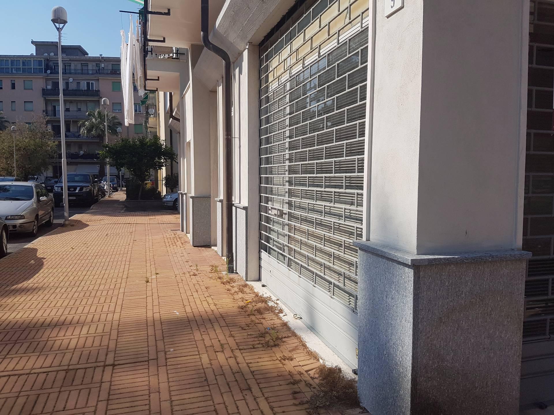 Negozio / Locale in vendita a Albenga, 9999 locali, prezzo € 200.000   Cambio Casa.it