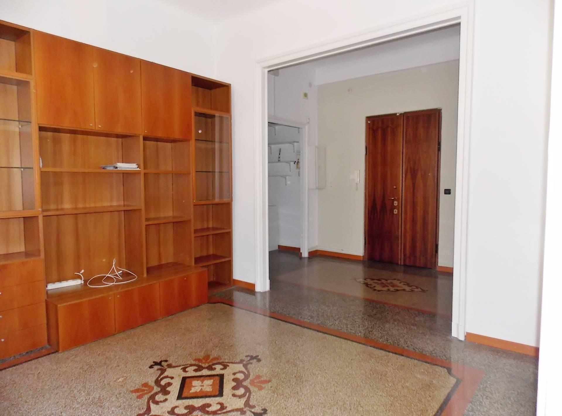 vendita appartamento genova san teodoro  78000 euro  6 locali  80 mq