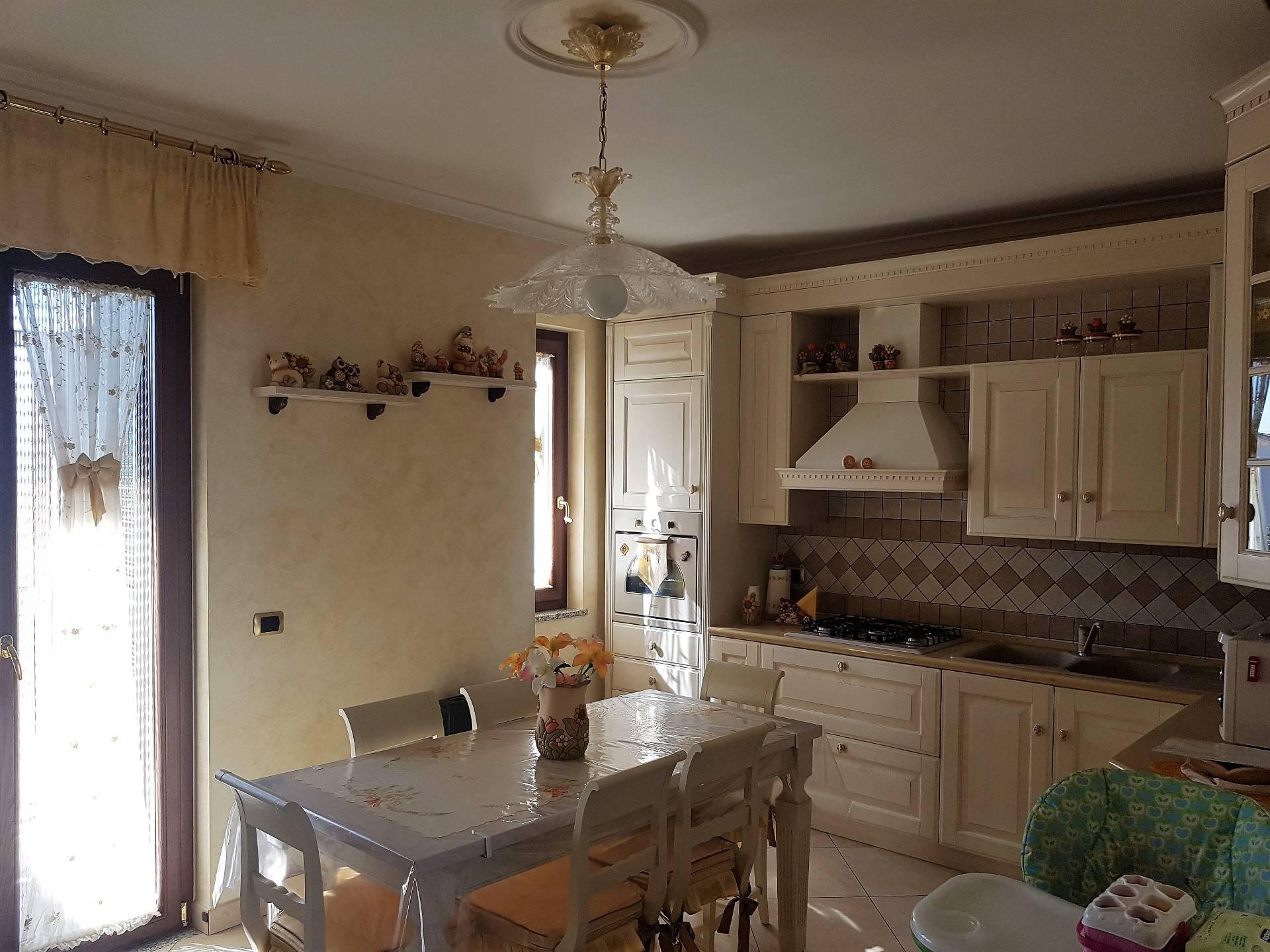 Appartamento in vendita a Brusciano, 4 locali, prezzo € 189.000 | CambioCasa.it