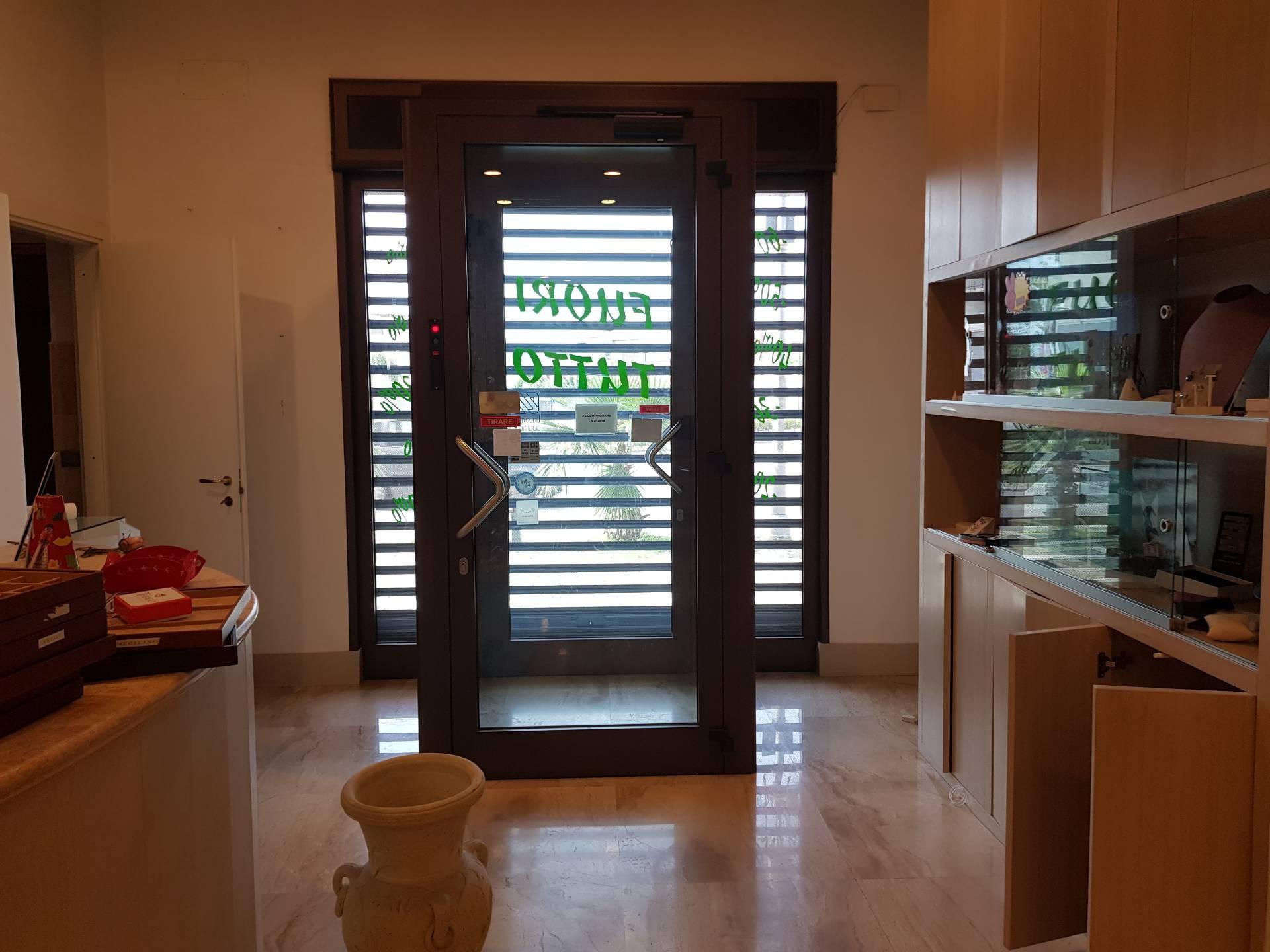 Attività / Licenza in affitto a Brusciano, 1 locali, prezzo € 1.500 | CambioCasa.it