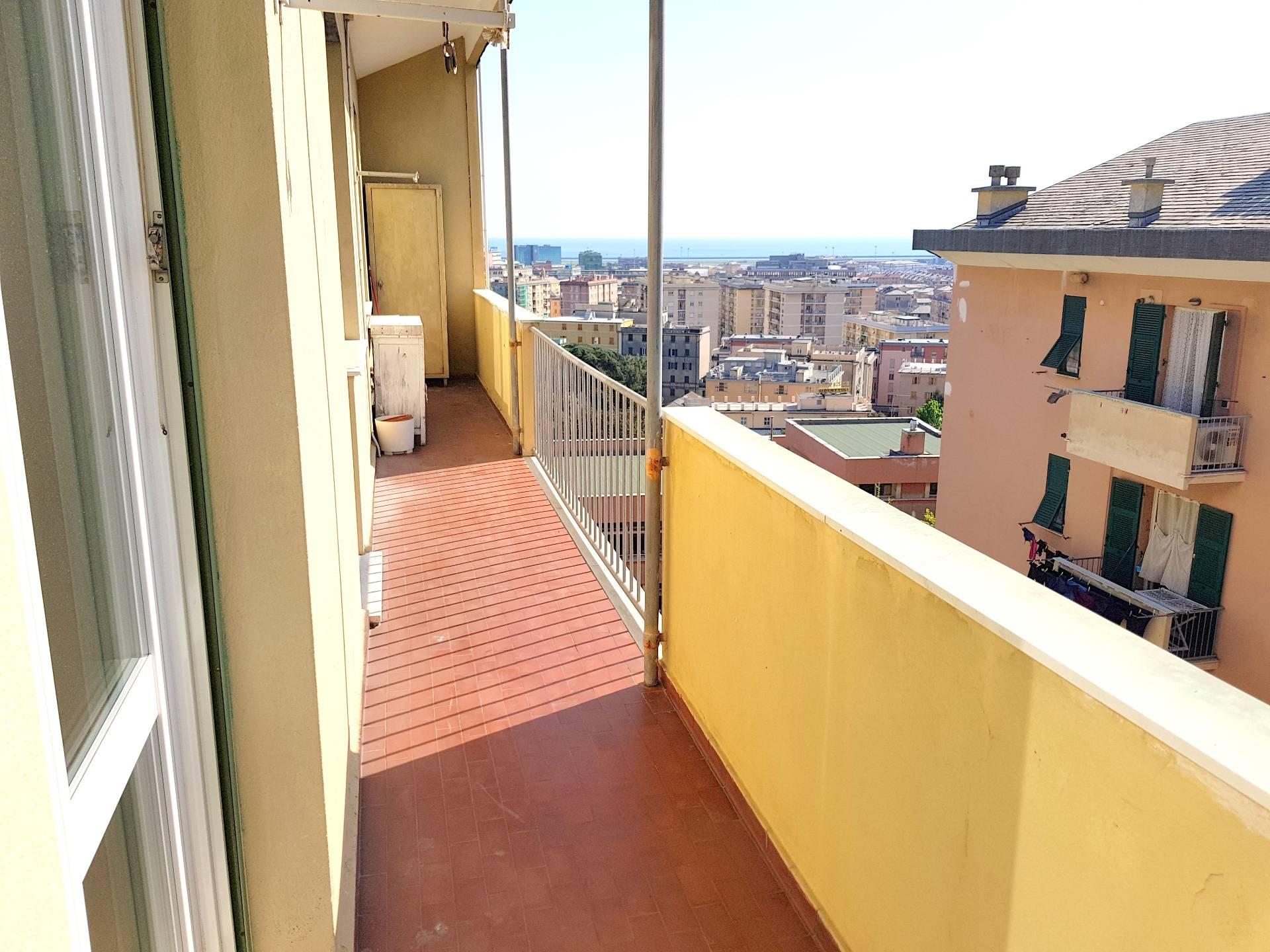 vendita appartamento genova sestri ponente  145000 euro  7 locali  90 mq