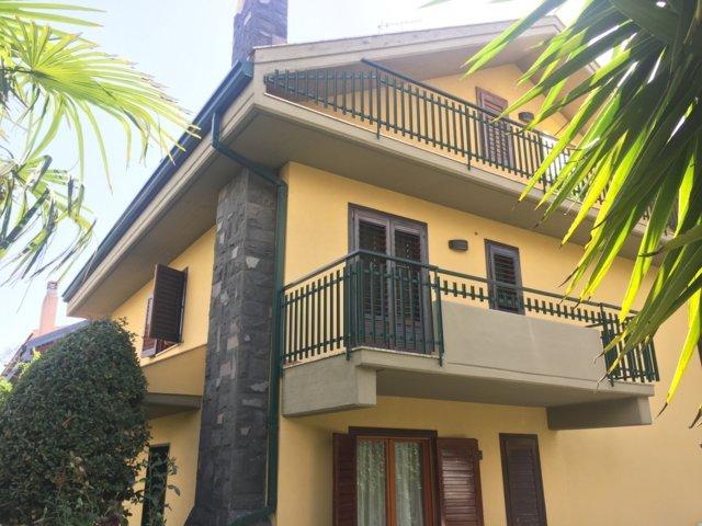 Villa in vendita a Sant'Agata Li Battiati, 12 locali, prezzo € 500.000   Cambio Casa.it