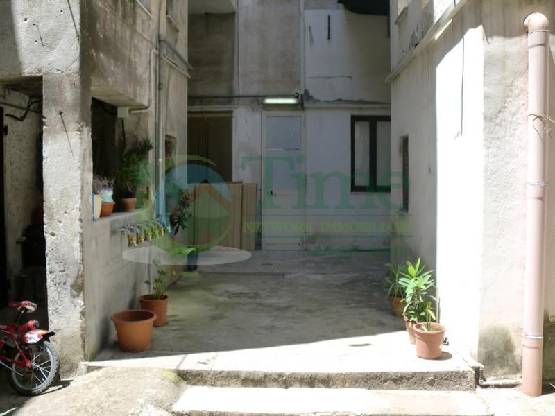Palazzo / Stabile in vendita a Catania, 6 locali, prezzo € 97.000   Cambio Casa.it
