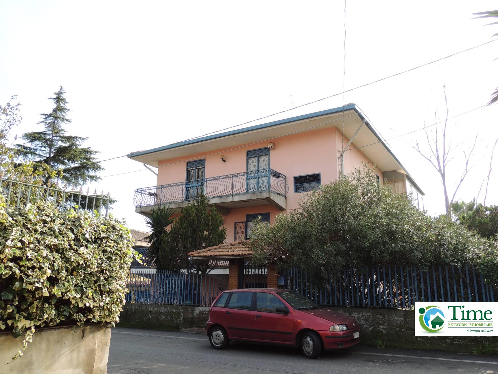 vendita appartamento catania zona periferica  115000 euro  4 locali  115 mq